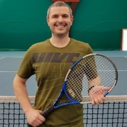 Professeur de tennis | Adrien